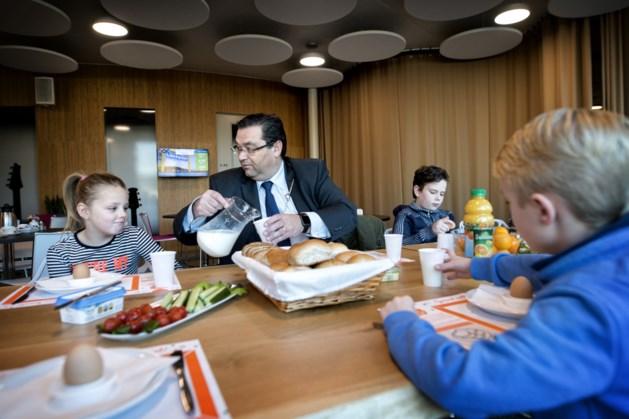 Burgemeesters in Parkstad eten mee tijdens Nationaal Schoolontbijt