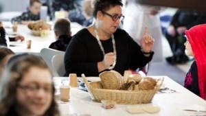 Burgemeester Beekdaelen eet mee tijdens Nationaal Schoolontbijt