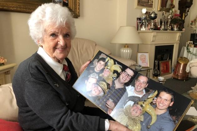 Hoogbejaarde Corry Vermeer opnieuw paraat in het Gelaens Vastelaoves Leedjes Konkoer
