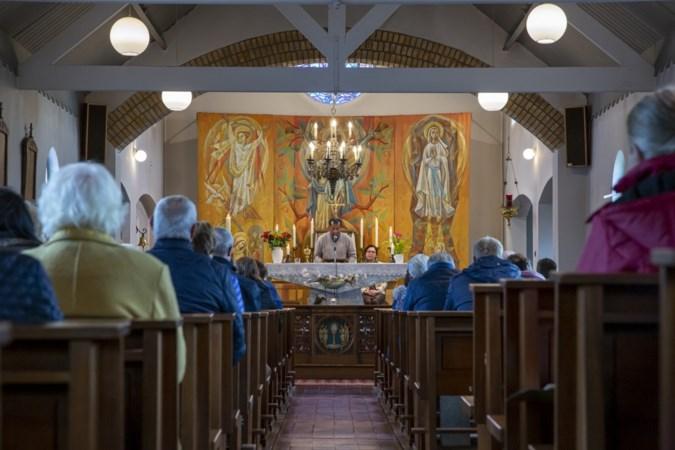 Overal sluiten kerken maar de kapel in buurtschap Schoor floreert als nooit tevoren