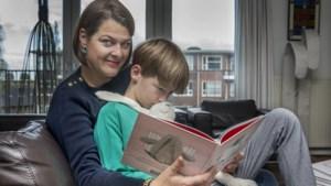 Ex-kankerpatiënte Kim (44) maakt kinderboek met spuugbakjes en fantasie