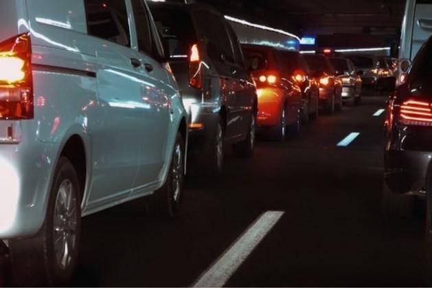 Ongeluk op A2 bij vliegveld: forse vertraging