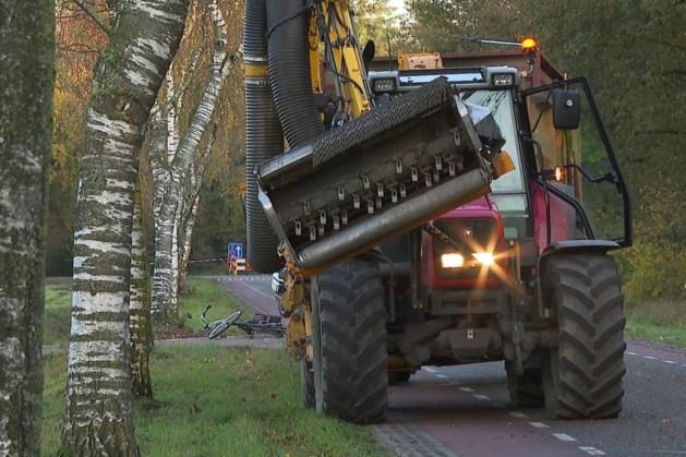 Fietser ernstig gewond na aanrijding met tractor: traumahelikopter opgeroepen