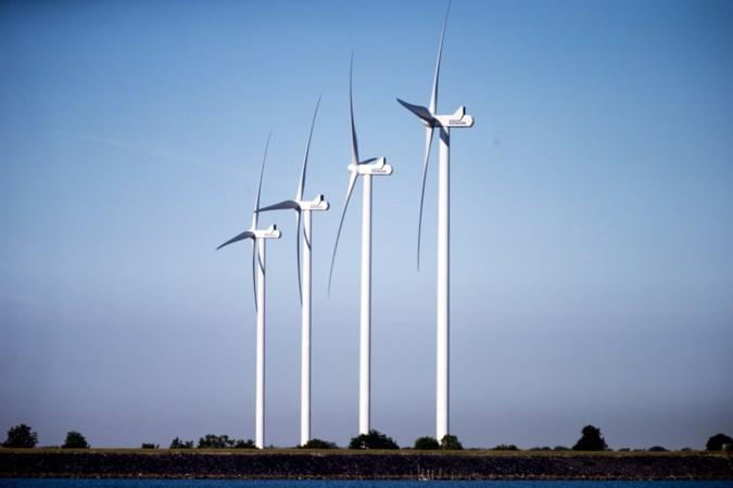 Bekritiseerde vijf windmolens langs A67 weer in beeld