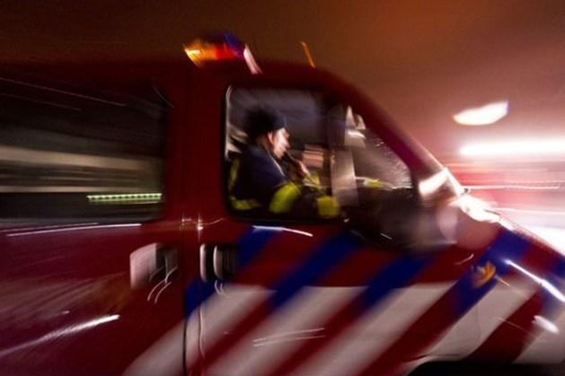 Auto botst met vrachtwagen op A67