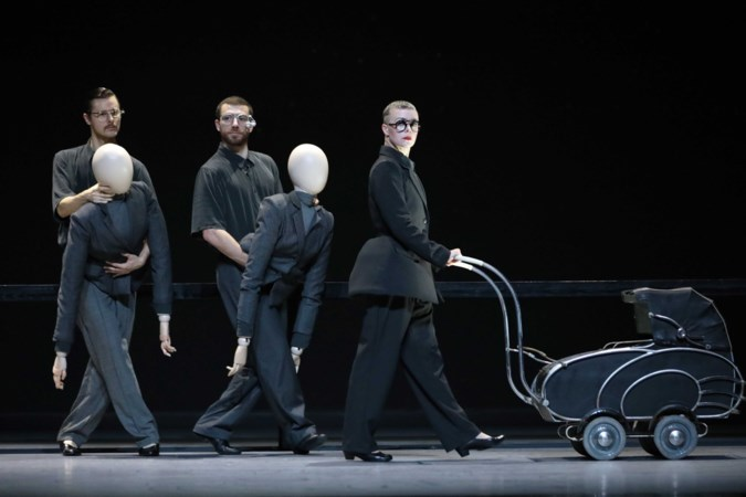 In de nieuwe voorstelling van Scapino luidt het devies eerst nadenken dan dansen: 'Dat is lastig voor een danser'