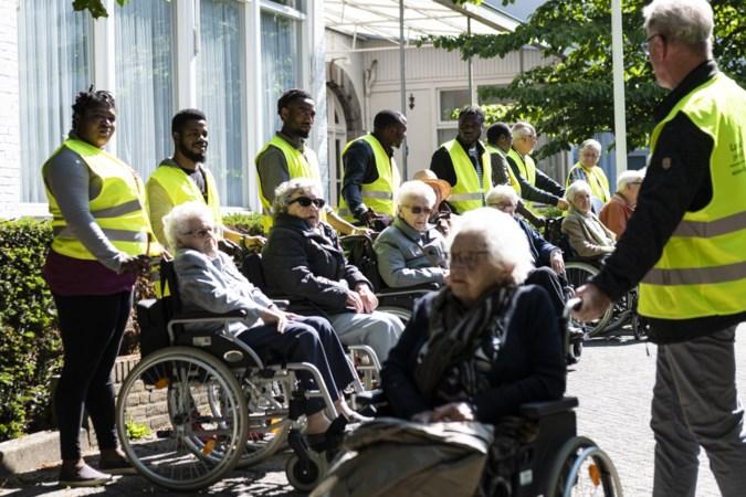 Project voor vrijwilligerswerk door asielzoekers in Baexem verlengd: 'goed voor mijn ontwikkeling'
