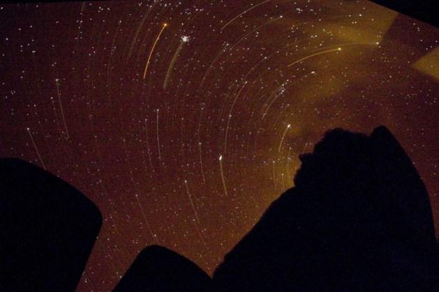 Zaterdag verloopt nat en koud maar in de avond wél kans op vallende sterren en vuurbollen