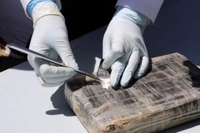 Atlantische kust overspoeld met pakketten cocaïne