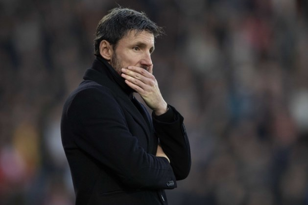 Geplaagde PSV-coach Van Bommel denkt niet aan opgeven
