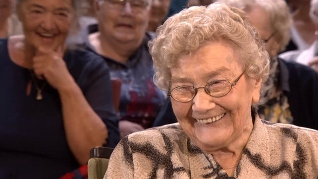Mieneke (102) eet elke avond naturelchips: hét geheim om oud te worden