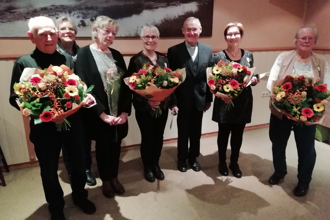 Jubilarissen kerkelijk zangkoor Vlodrop in het zonnetje gezet tijdens Caeciliafeest - De Limburger