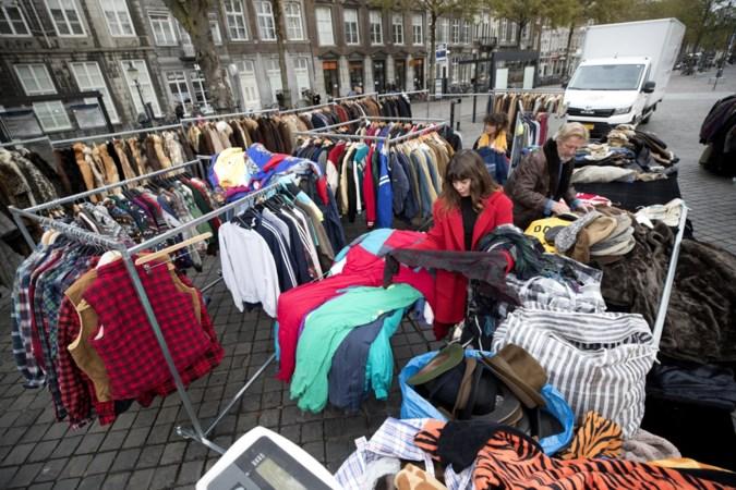 Kraampjes met vintagekleding zijn niet meer gewenst op Maastrichtse antiekmarkt