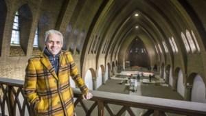 Kerk in Tegelen krijgt tweede leven als sportschool: spinningfietsen op priesterkoor