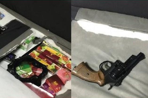 Douane vindt tientallen kilo's illegale tabak en nepwapen in Limburgse avondwinkel