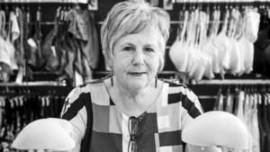 Truus Peters: 'Ik verkoop bh's gevuld met moed en hoop'