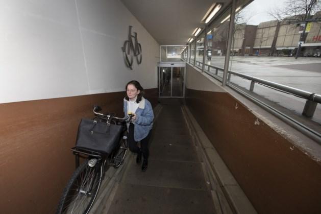 Aanpassing aan fietsenstalling Kloosterwandplein in Roermond: loopbanden op plek van huidige trap