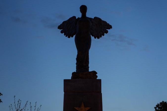 Duistere engel op rotonde in Maastricht krijgt meer licht