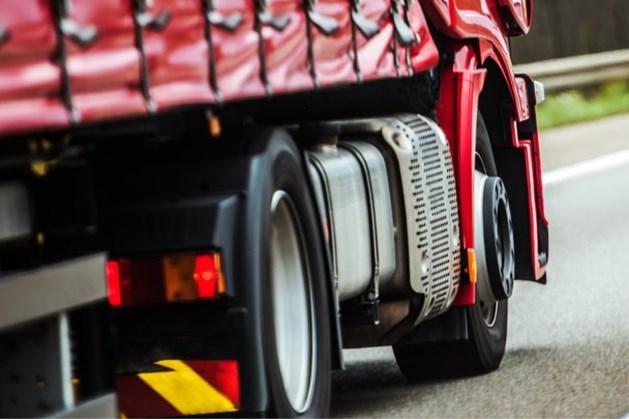 Verstekelingen aangetroffen in vrachtwagen op A2 bij Beek na meerdere meldingen
