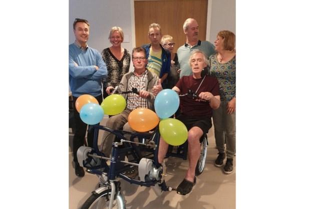 Greep naar de Hoorn schenkt duofiets aan Huntington patiënten