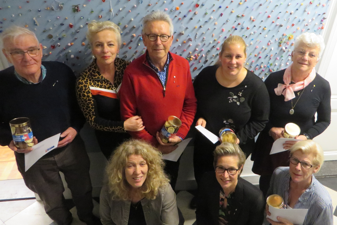 Collectanten KWF Kankerbestrijding Groot Roermond halen 31.9... - De Limburger
