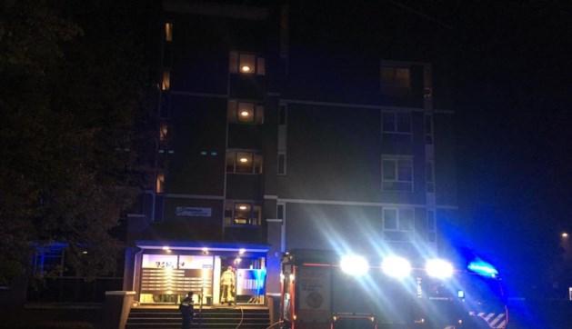 Video: Tientallen bewoners geëvacueerd bij brand in appartementencomplex Maastricht.