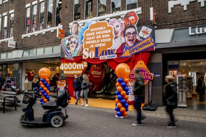 XXL-feestwinkel in voormalige V&D Venlo: 'Wow, ik word hier helemaal gek van'