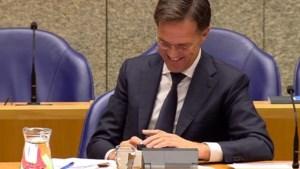 Rutte heeft spijt van 'telefoon-incident': 'Dat was niet zo handig'