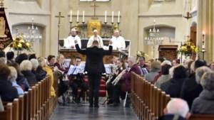Heldense fanfare eert St. Cecilia en overleden leden