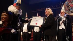 Hoogste Jocusonderscheiding voor Hannelore, de keuningin van ut Venlose vastelaovesleed