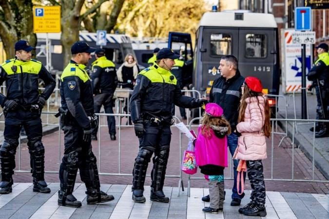 Rookbommen gegooid bij intocht Sint in Den Bosch: 'Schaam je kapot!'