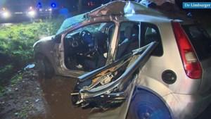 Video: Man komt om het leven bij crash tegen boom en kind (1) ernstig gewond