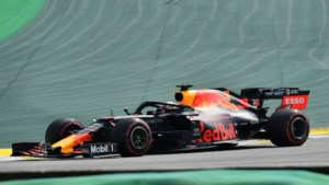 Max Verstappen wint knotsgekke Grand Prix van Brazilië op magistrale wijze
