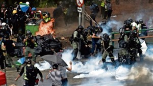 Demonstranten Hongkong omsingeld