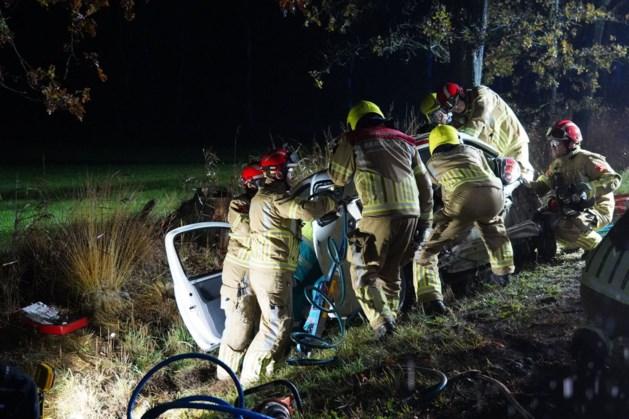 Twee mensen raken gewond bij zwaar verkeersongeluk in Weert