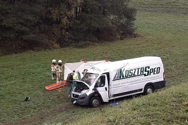 Busje rijdt van talud in Blerick, traumahelikopter opgeroepen