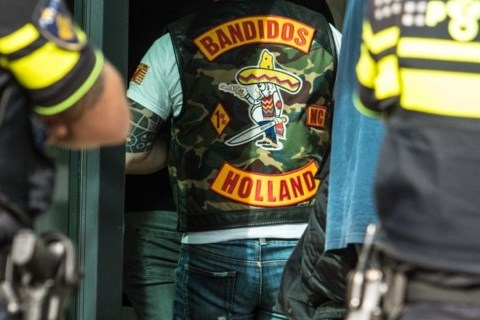 Bornse verdachte in Bandidoszaak blijft in de cel voor gijzeling van partner