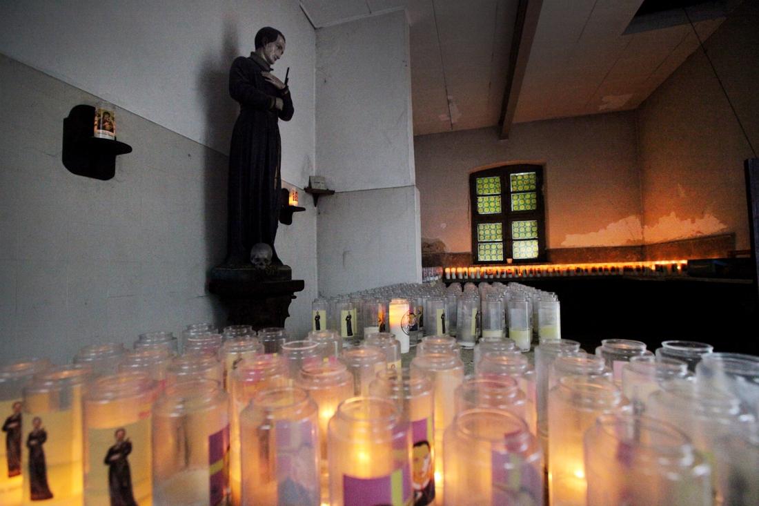 Paters klooster Wittem verkopen kerken en kapellen aan projectontwikkelaar en huren ze daarna terug - De Limburger