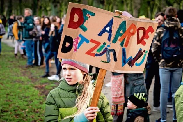 Klimaatstaking door leerlingen op Pancratiusplein Heerlen