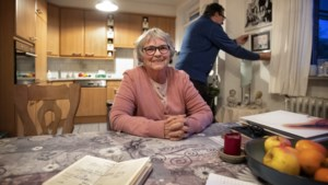 Ouders van overleden tweeling krijgen na 47 jaar strijd toch nog 'compleet gezin'