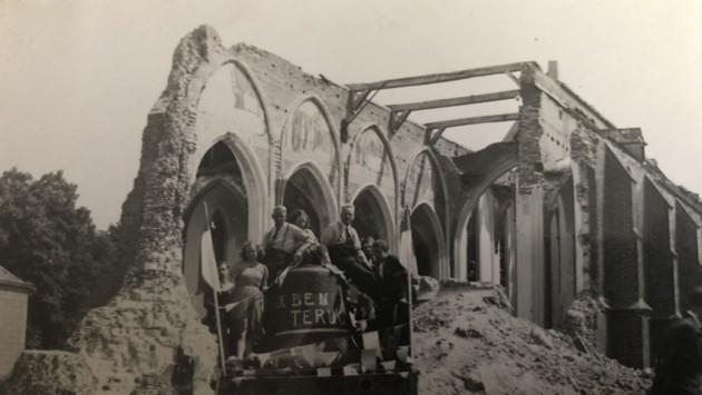 De ene na de andere kerk wordt opgeblazen in laatste oorlogsmaanden