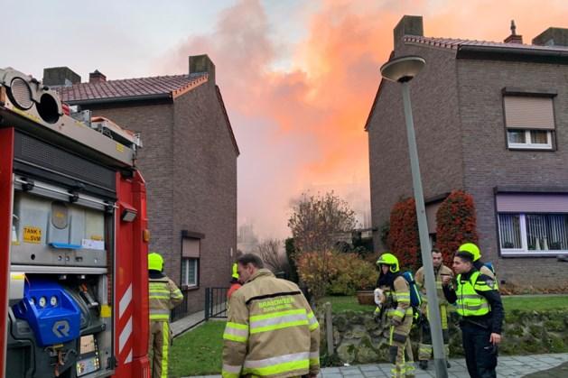 Flinke rookontwikkeling door brand in tuinhuisjes Maastricht