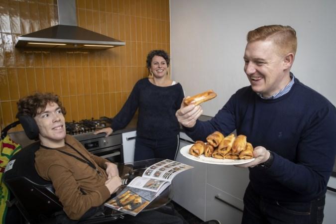 Siem en Joost, twee mannen met hersenletsel, maakten een kookboek: 'Iedereen moet kunnen koken, zelfs ik'