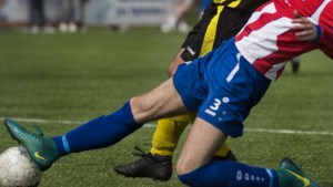 Voetbalclubs gestraft nadat spelers met elkaar op de vuist gingen