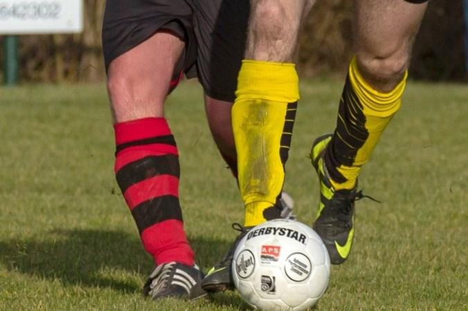 Twee duels gestaakt: spelers uitgemaakt voor zwarte piet en roetveegpiet