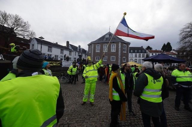 Matte betoging van gele hesjes in Vaals