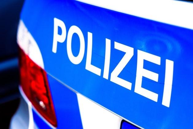 Vijf Duitse politiewagens knallen op elkaar op Autobahn: acht agenten gewond