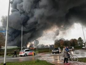 Video: Mogelijk asdeeltjes terechtgekomen in Middelaar na verwoestende brand in caravanstalling