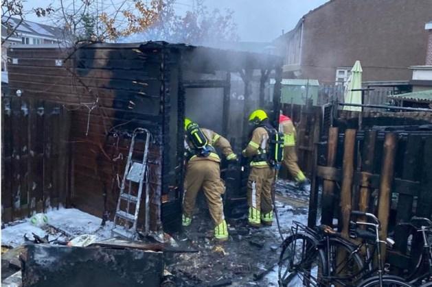 Tuinhuisje door brand verwoest in Roermond