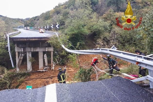Snelwegbrug stort in na hevig noodweer Italië
